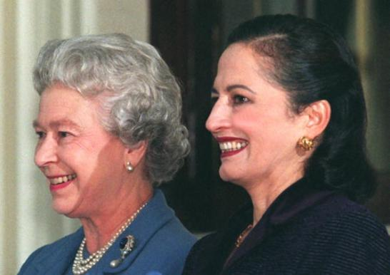 Britain's Queen Elizabeth II (left) with Senora Ni